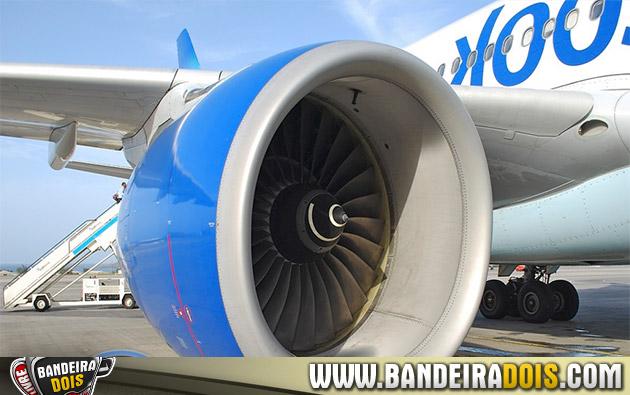 Motor de avião explode em decolagem